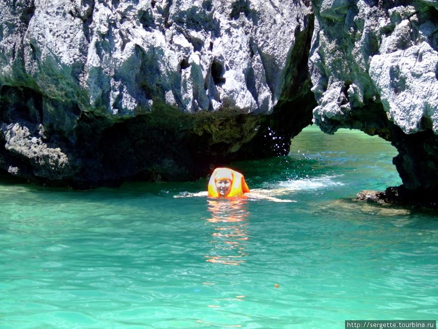 Проход в малую лагуну острова Минилок