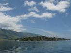 Подплываем к заливу Тук-Тук острова Самосир