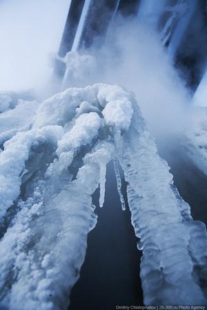 Ледяные сталактиты.