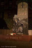 18.02.2011 года. Вечерний Пшемышль. Памятник Иоану Павлу II