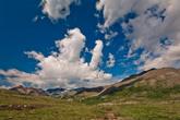 Первый наш перевал назывался Плоский, каковым собственно и являлся, но длился он несколько километров, что изрядно изматывало