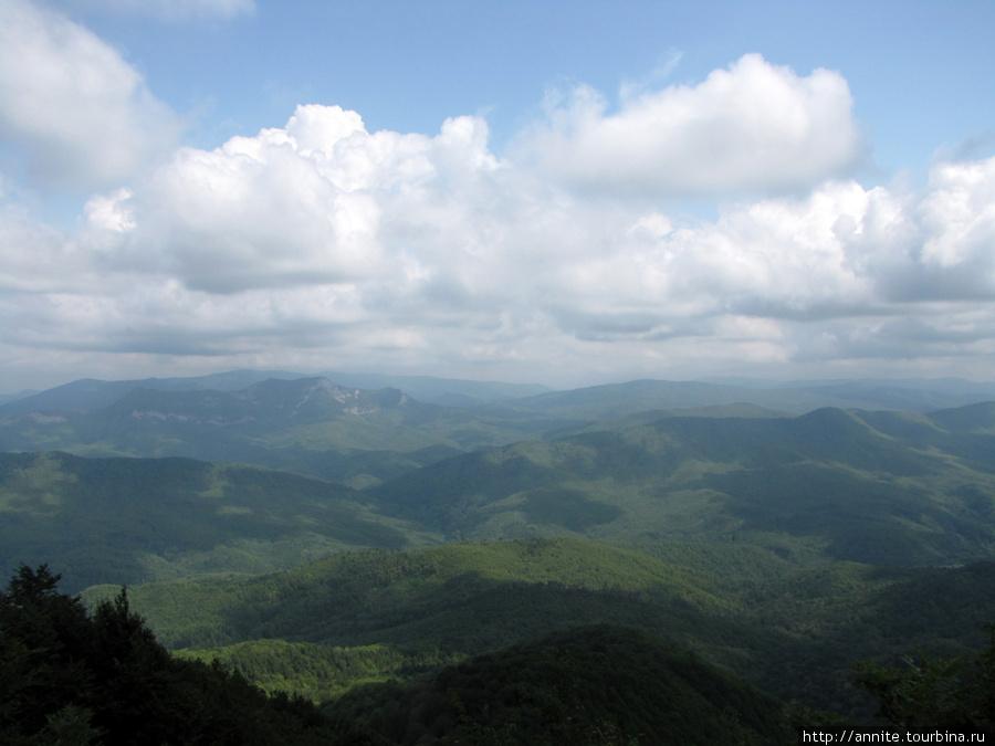 Панорама гор со смотровой площадки г. Тхаб.