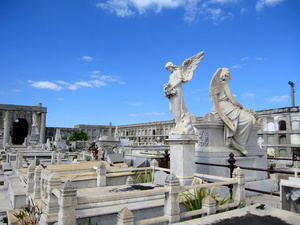 Кладбище было закрыто, но мы прорвались :)