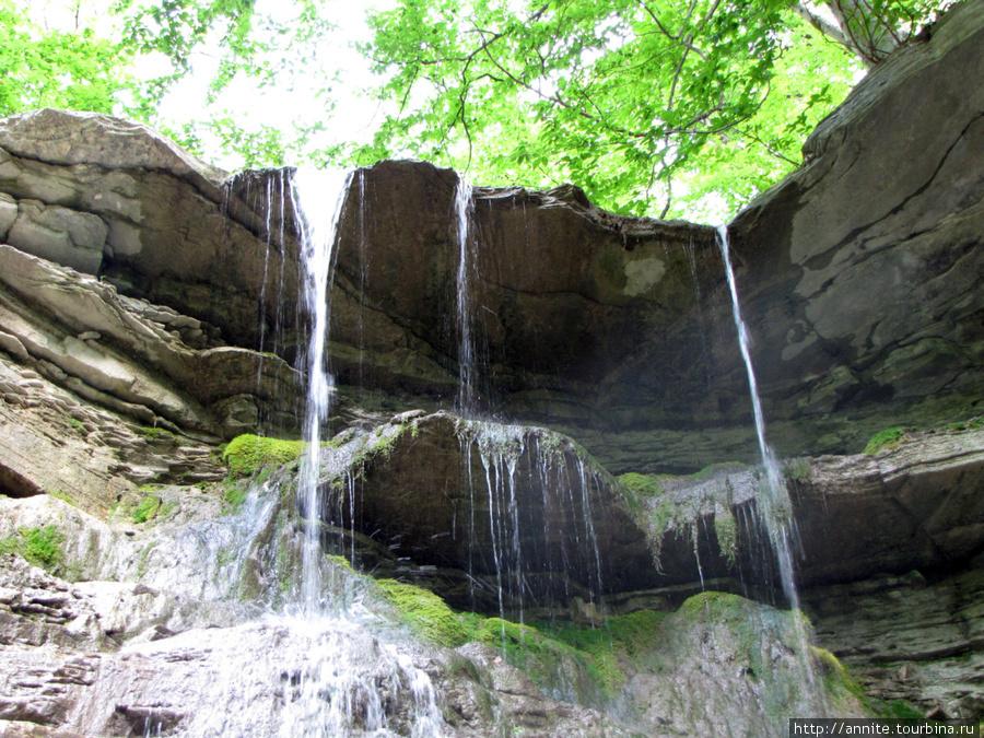 Водопад на р. Догуаб.