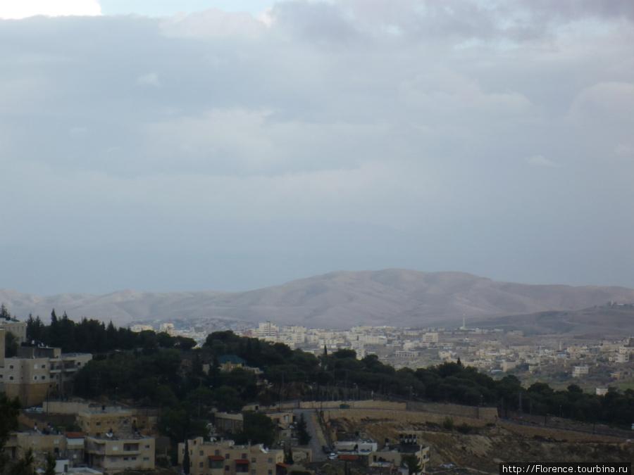 Вид на Восточный Иерусалим и горы