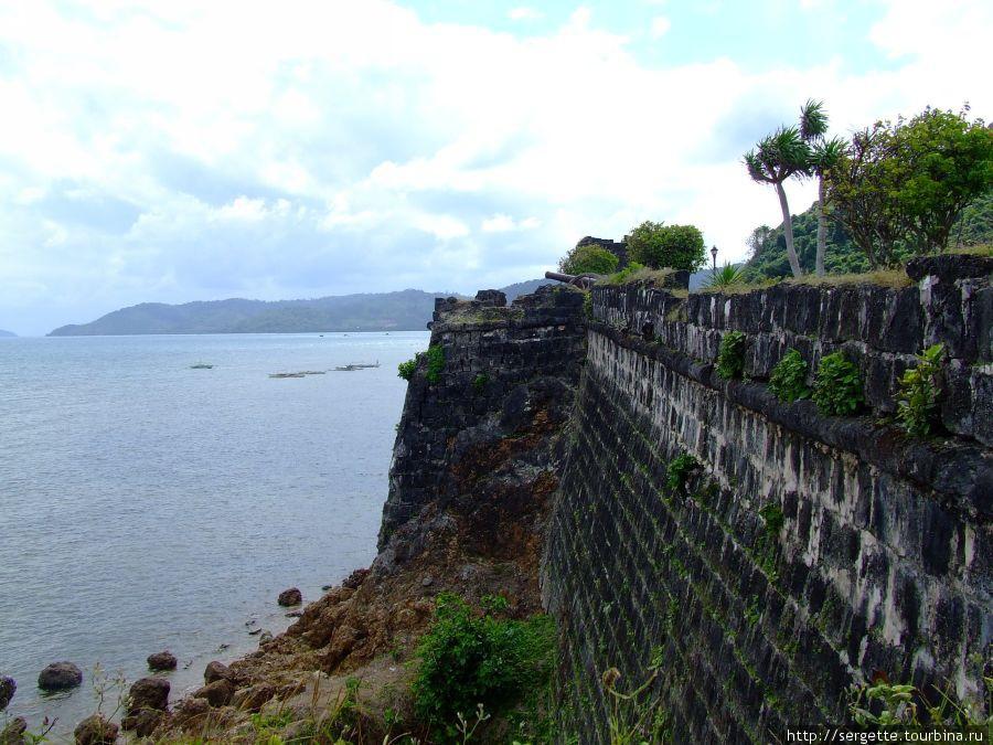 Вид со стены на море