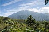 Это гора-близнец — Банахо, она немного выше, но закрыта для посещения