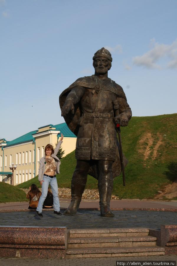 Памятник основателю Дмитрова — Всеволоду Большое Гнездо