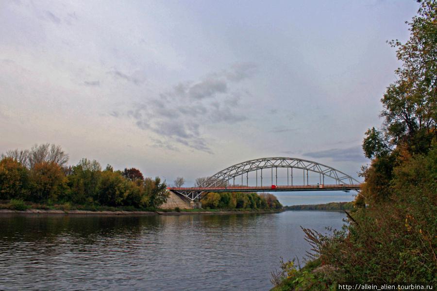 В Дмитрове есть то, без чего немыслим по-настоящему красивый город — набережная реки, вернее, канала имени Москвы.