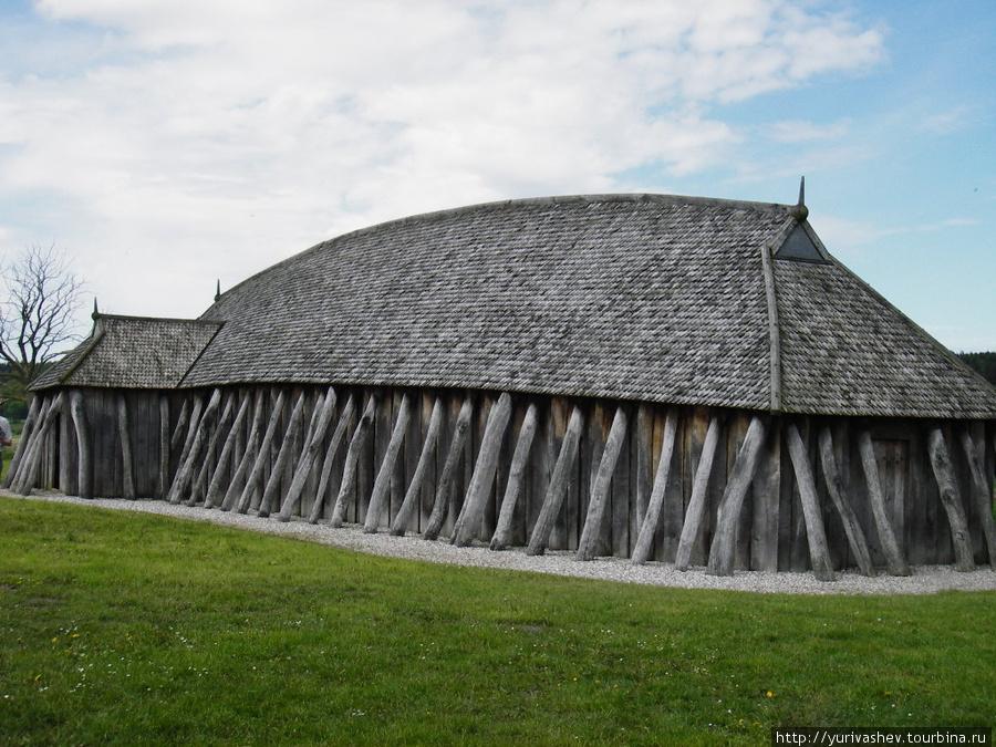 Хобро, реконструкция длинного дома на месте укрепления викингов