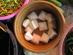 Таху — соевые кубики, изготовление коих мы наблюдали в фотоальбоме