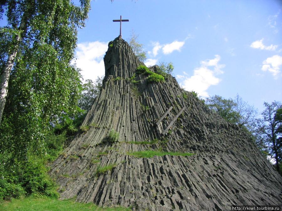 Камень друидов, ныне место поклонения христиан