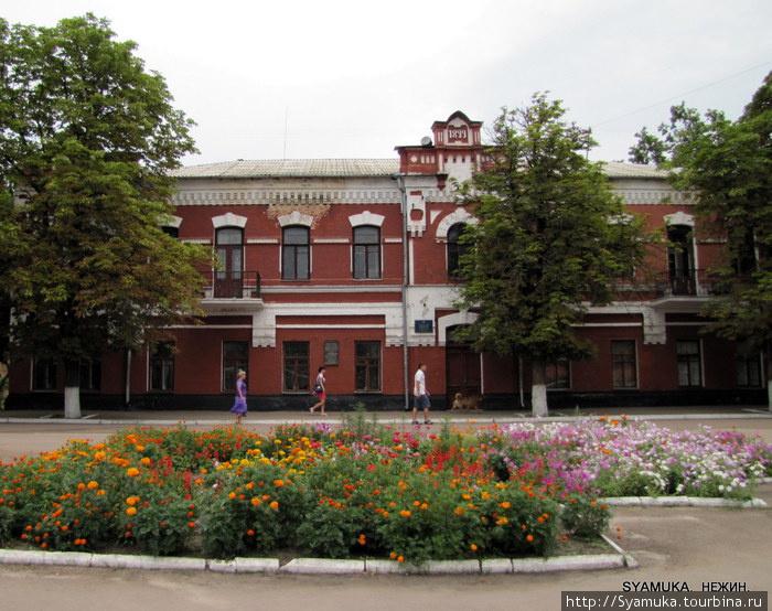Улица Н. Гоголя. Библиотека Нежинского Государственного университета. Здание 1899 года.