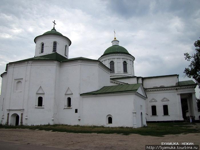 Комплекс Всехсвятской и Михайловской церквей.