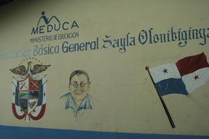 Стена островной поликлиника — сделана не из деревяшек, а по серьезному — из кирпича — федеральный центр прислал денег для постройки