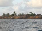 Вид на соседний остров — еще более маленький, но по своей сути такой же
