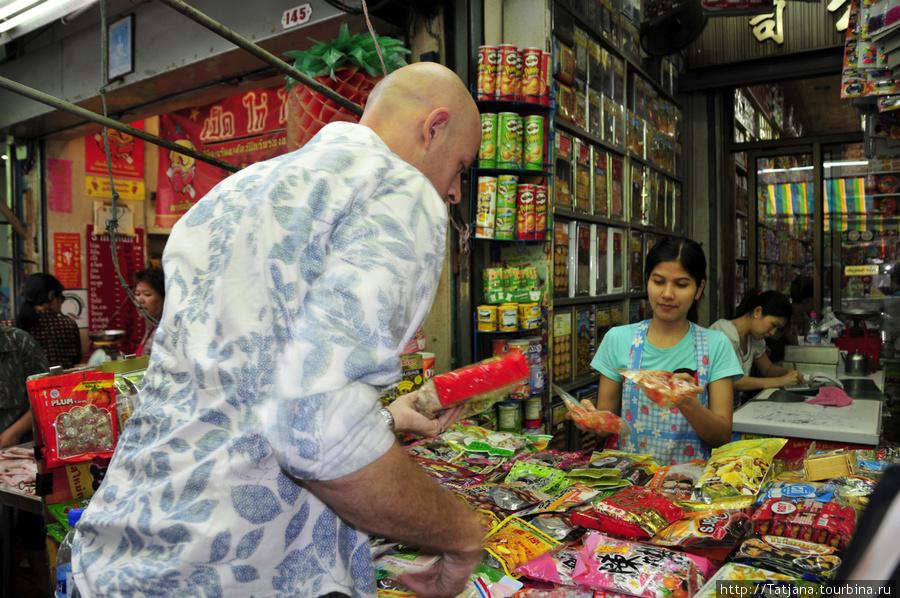 тайские сладости на рынке