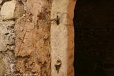 г. Жешув, Польша. Жешувские подземелья. Петли для дверей, которые раньше закрывались в подземных домах