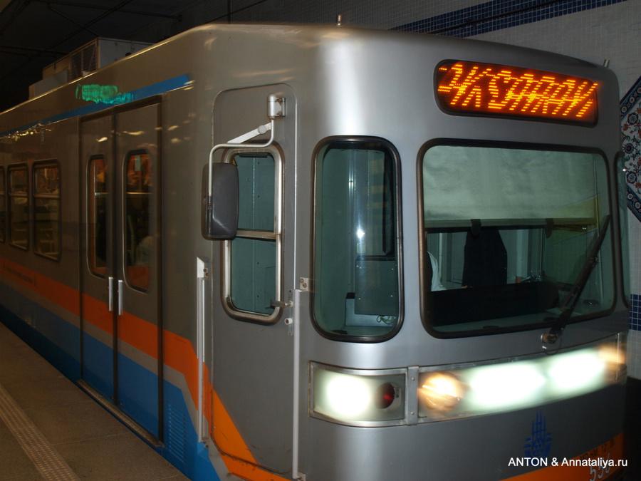 Поезд легкого метро
