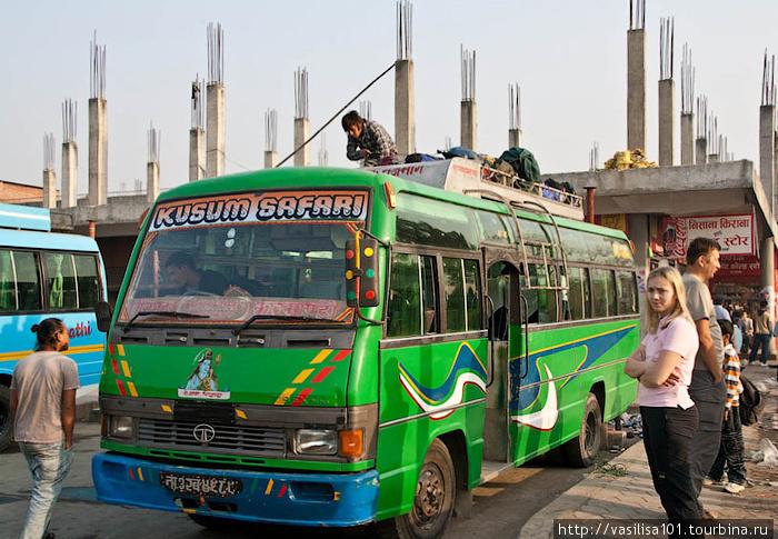 Автобус, на котором мы ехали из Катманду в Бесисахар (фотографии этого дня не мои, стащила у наших попутчиков с трека, Маши и Алексея)