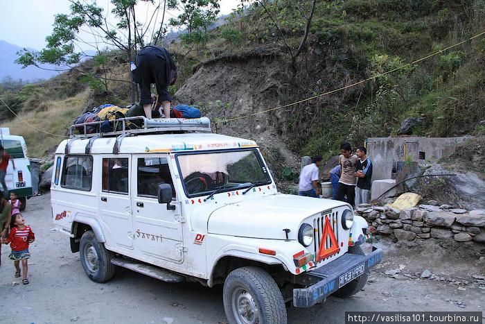 На таком джипе можно добраться из Бесисахара в Сианг, чтобы не идти по пыльной дороге и сэкономить время