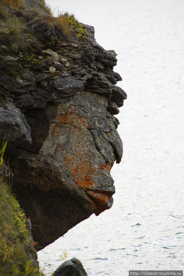 Один из каменных ликов созданных природой на скалах острова Бакланий