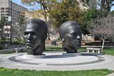 Памятник братьям Робинсон — знаменитым спортсменам и уроженцам Пасадены