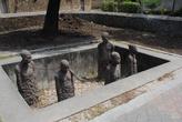 Сравнительно недавно открытый монумент в напоминание о работорговле, которая шла на месте англиканской церкви несколько столетий назад