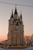Воскресенская церковь построена в 1622 году из дерева. Двухэтажное каменное здание нынешнего храма было заложено 14 февраля 1789 года, сибирское барокко. Строили питерцы, на мой взгляд слишком вытянута.