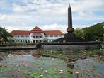 Главный Памятник Маланга, в честь независимости, как я понимаю...
