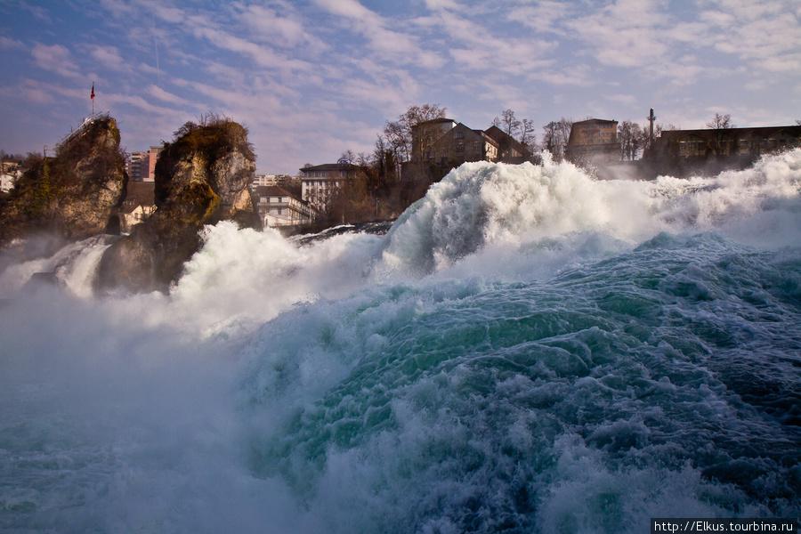 Рейнский водопад зимой Шаффхаузен, Швейцария