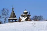 Дмитриевская церковь (Дмитрия Мироточивого 1780-1783 гг.) в деревне Щелейки расположена на возвышенности близ дороги Вознесенье-Петрозаводск. Она хорошо просматривается зимой с замерзшей поверхности  Онежского озера.