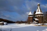 Никольский храм (1696-1698гг.) в деревне Согинцы находится в почти заброшенной деревне. Зимой здесь живет всего одна бабушка.