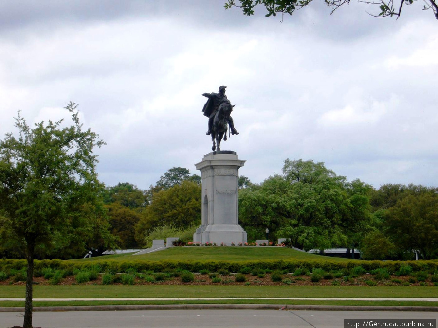 Парк Германн, недалеко от памятника Сэму Хьюстону находится Музей Естественной науки.