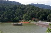 Среди горок есть водохранилище и плотина.