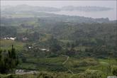 На острове Самосир (что на озере Тоба, что на острове Суматра, что в Индийском океане...) есть маленький полуостров Тук-тук, который видно в самом верху фотографии.