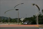 Дизайн! Лебедев нервно курит в сторонке. Машина на светофоре — малазийский Proton.