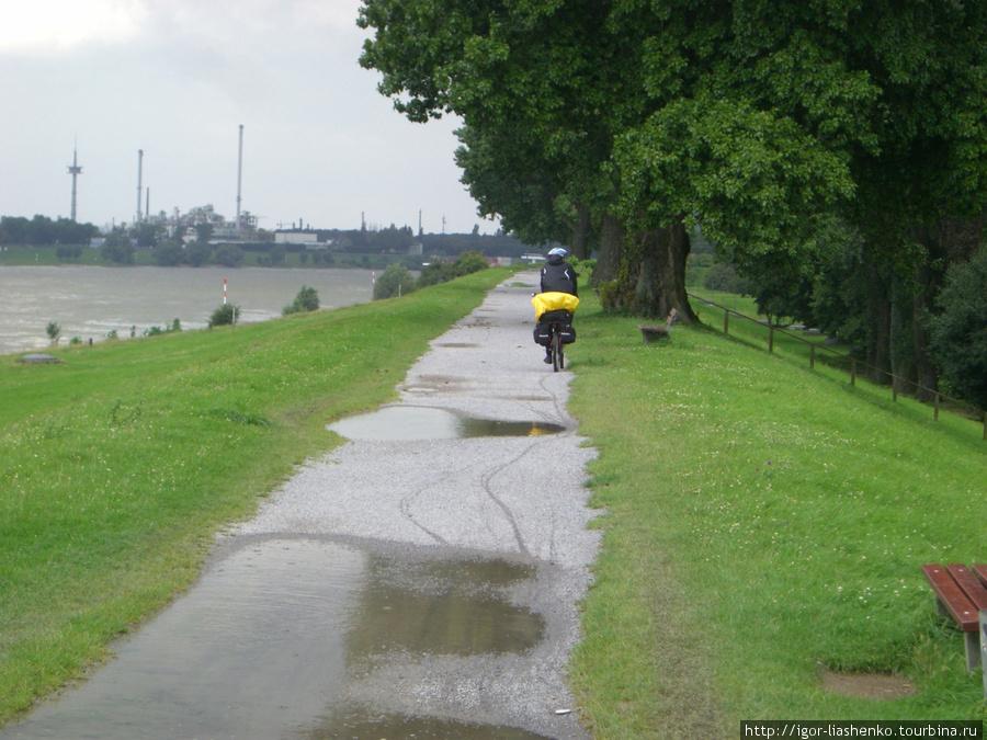 Дуйсбург — вдоль Рейна