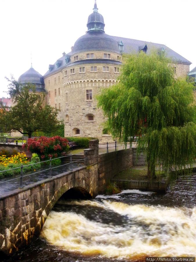 Швеция, Эребру. Снято мобильным телефоном. Был дождливый день, поэтому небо не проработано.