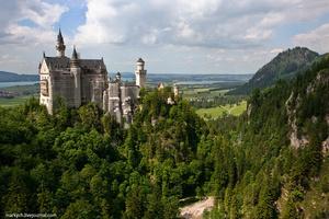 Примерно в 3 часа дня мы достигли главной точки сегодняшнего дня. Замок Нойшванштайн построен королем Людвигом II Баварским в период с 1869 по 1891 гг. Замок очень красив и представляет собой место паломничества туристов со всего мира и самым фотографируемым строением в Баварии.