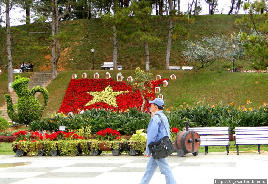 Непременная звезда — символ социалистического Вьетнама
