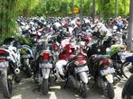 Как везде, много мотоциклистов, и на стоянках — сотни мотоциклов