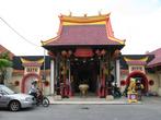 Есть тоже китайский храм, как и в Малаге — на этот раз я не заходил