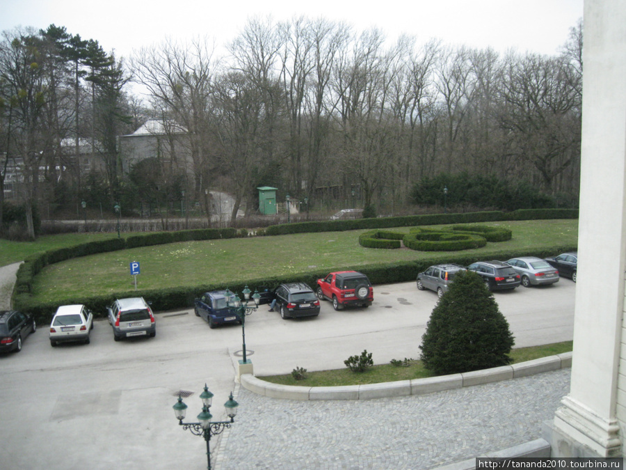 Парковка перед отелем