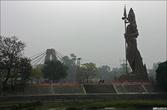 Огромная статуя Шивы.