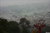 Туманный Харидвар. Мне приходится безбожно выкручивать контраст на всех фотках индийских городов — туманы и смог делают оригинальный кадр одним серым пятном.