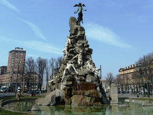 Площадь Statuto