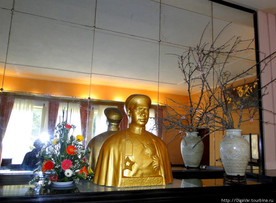 Позолоченный бюст предпоследнего исмператора Вьетнамской империи — Кхай Диня