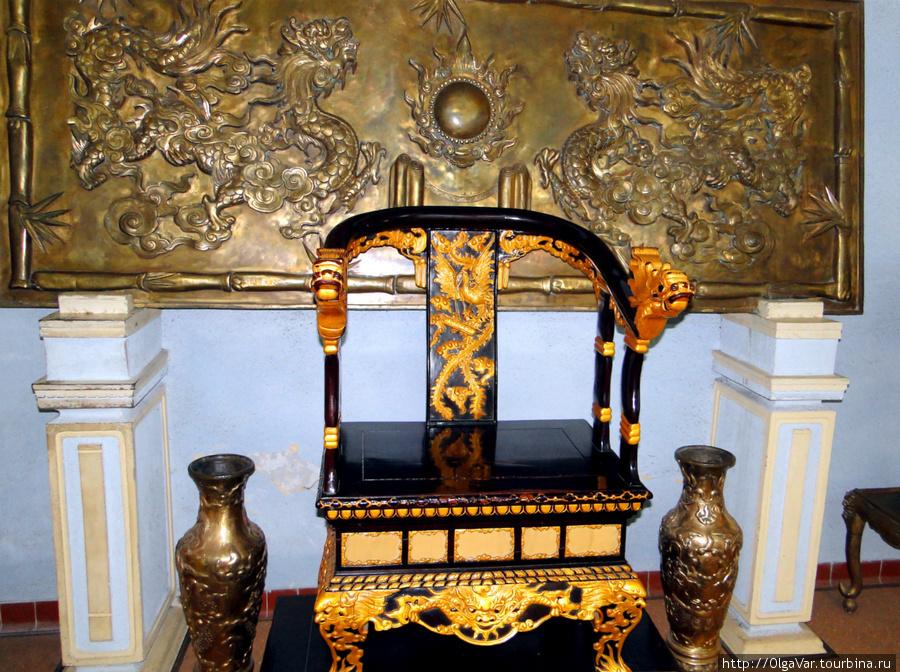 Королевский трон