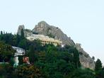 На скале Дженевез-Кая сейчас расположена артековская гостиница Скальная,белое каскадное здание.